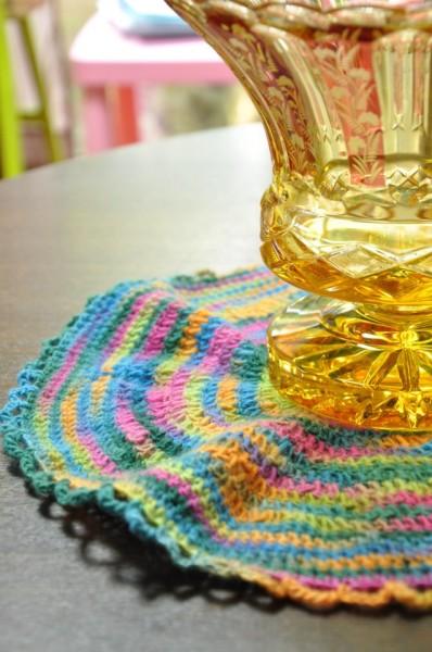 2012年の冬に編んだ花瓶敷き。頭を空っぽにする時に時々している。